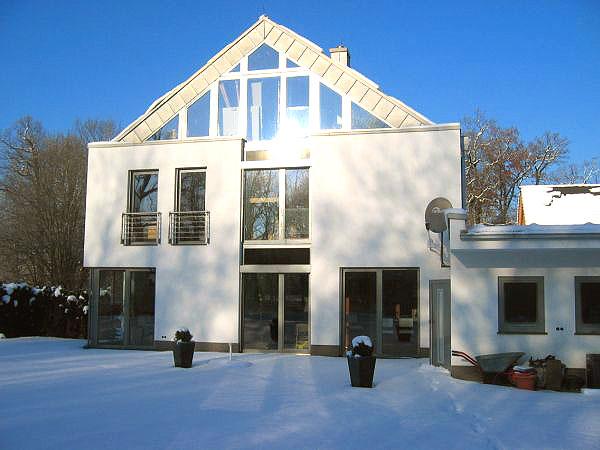 muennich_Enfamilienhaus-Ulbricht_Dessau_Ansicht-Gartenseite-Winter_600x450px_eigentlich-zu-klein