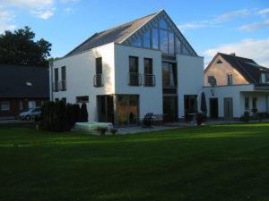 muennich_Enfamilienhaus-Ulbricht_Dessau_Ansicht-gartenseite-Sommer_1080x810px