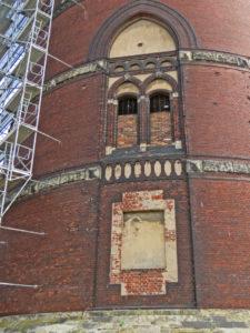 muennich_Fenster-und-Fensternische-vor-Sanierung_810x1080