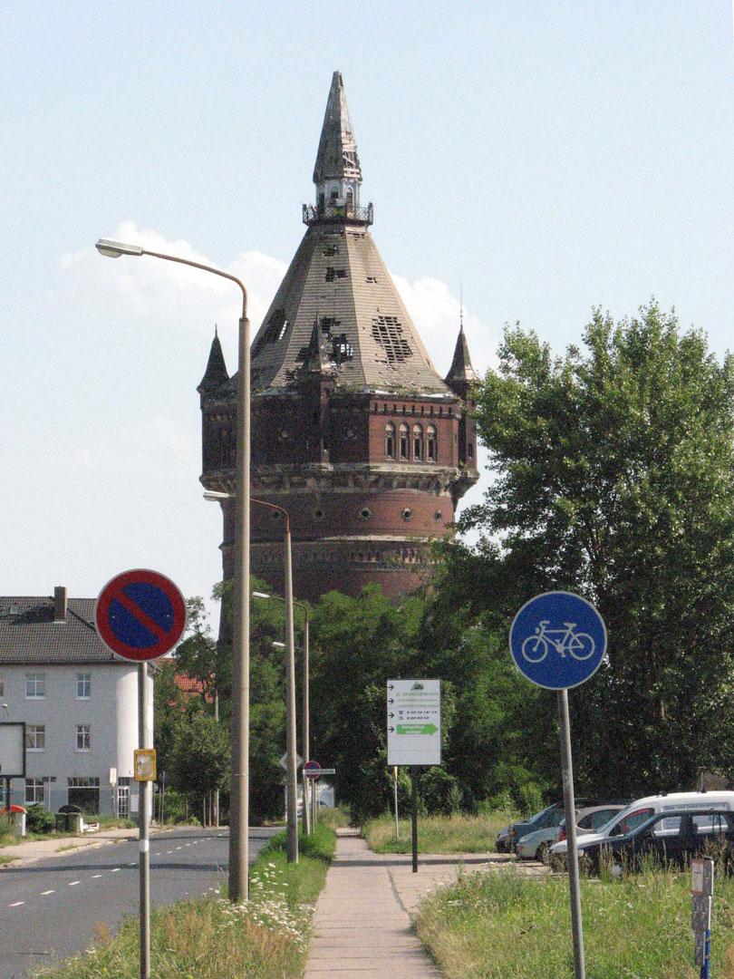 muennich_Neuer-Wasserturm_Dessau_Ausgangszustand-Juli-2007_810x1080px