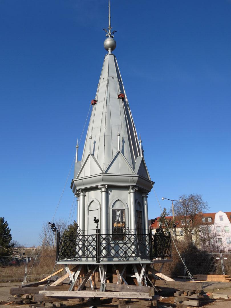muennich_Neuer-Wasserturm_Dessau_Dachlaterne-am-Boden-saniert-2013_810x1080px