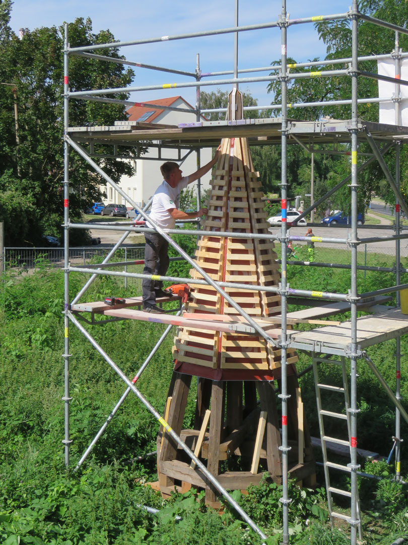 muennich_Neuer-Wasserturm_Dessau_Erkerturmdach-Lattung_810x1080px