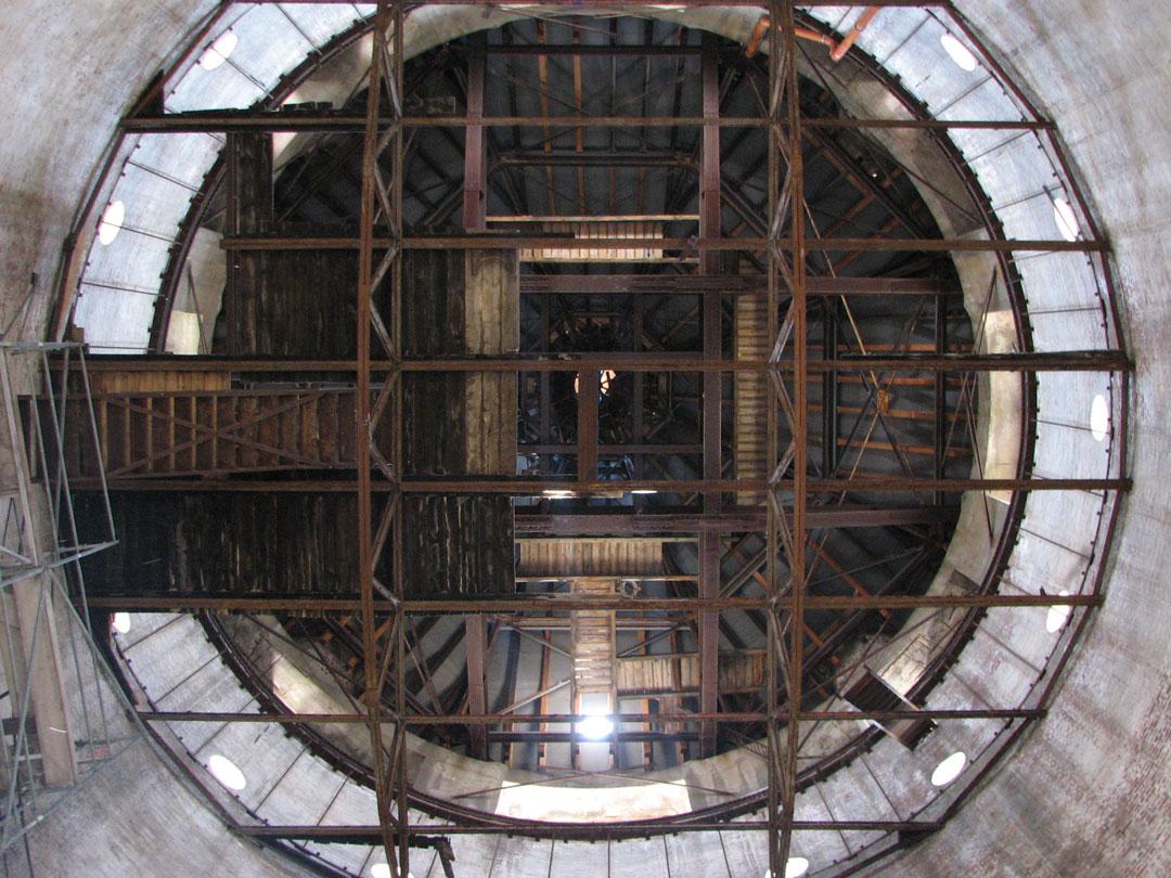 muennich_Neuer-Wasserturm_Dessau_Innen-Blick-zur-Turmspitze_1080x810px