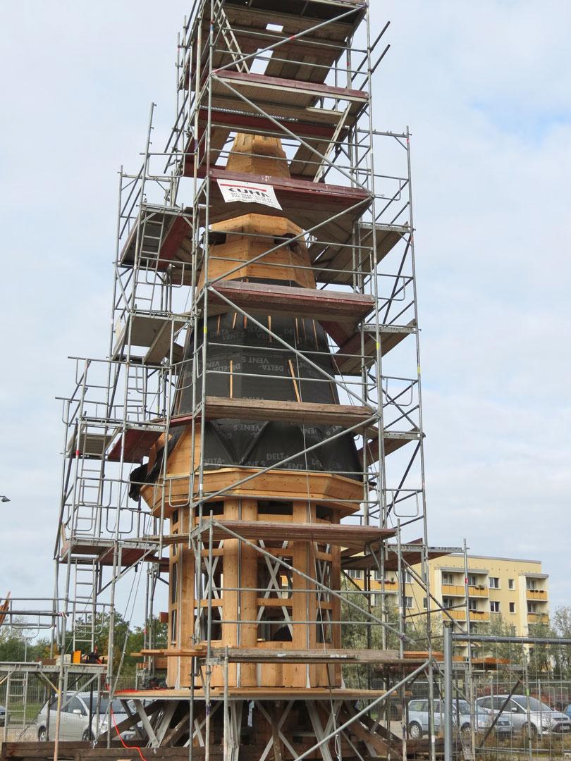 muennich_Neuer-Wasserturm_Dessau_Laterne-in-der-Sanierung_810x1080px