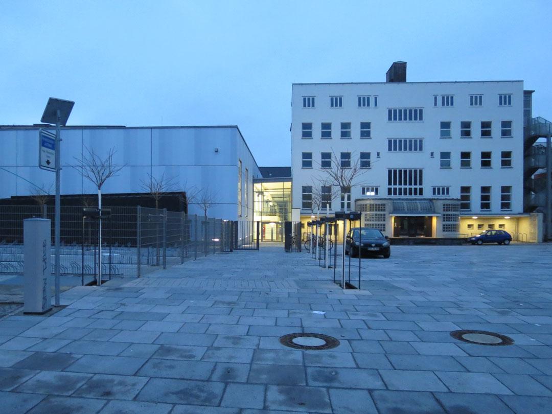 muennich_Sporthalle_Philantropinum_Dessau_Abendstimmung-von-Osten_1080x810px