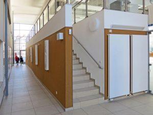 muennich_Sporthalle_Philantropinum_Dessau_Innenansicht-mit-Aufgang-zur-Tribuene_1080x810px