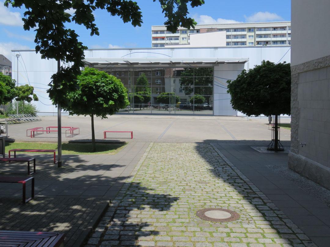 muennich_Sporthalle_Philantropinum_Dessau_Suedansicht-mit-Schulhof_1080x810px